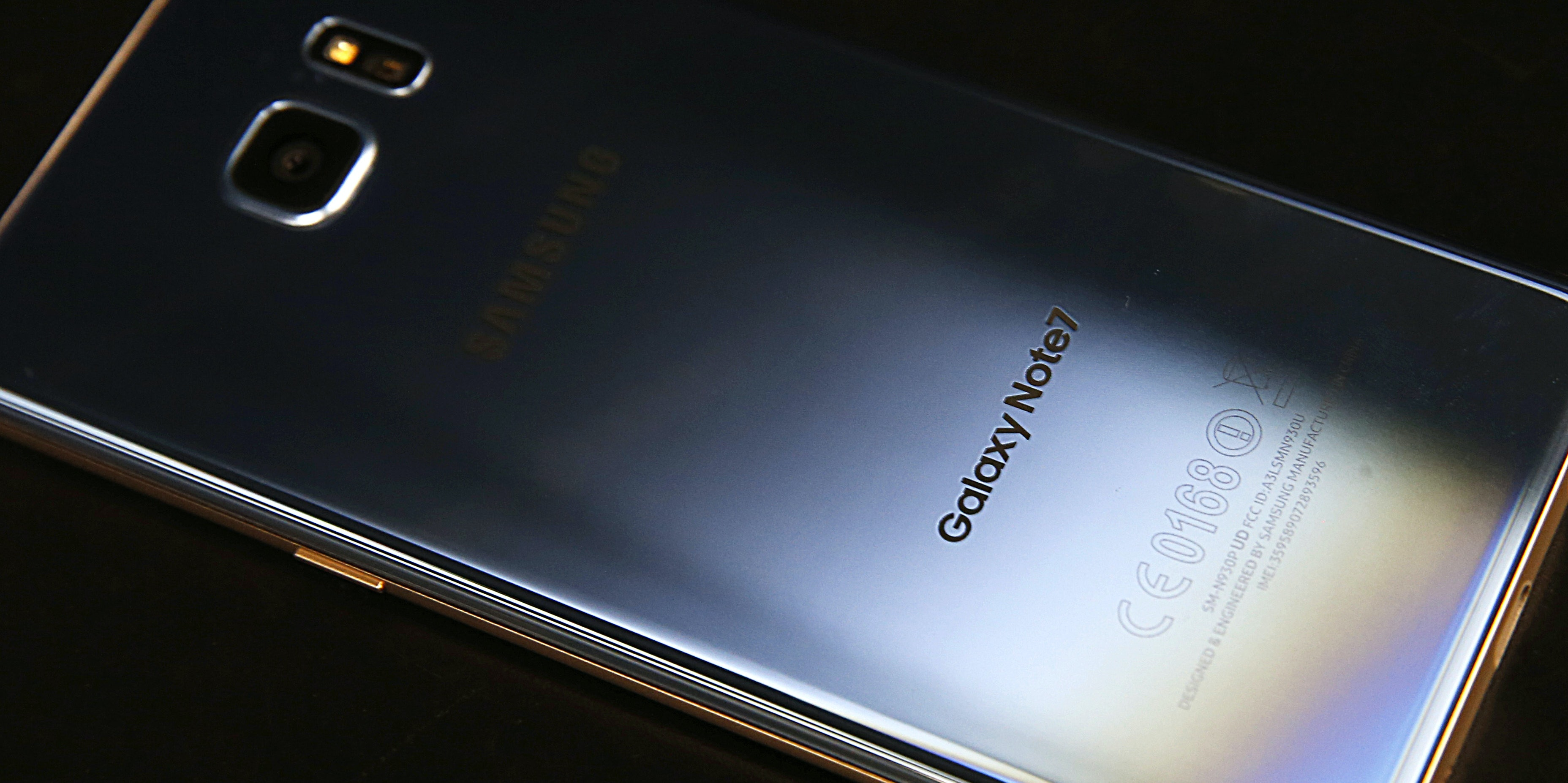 OREM, UT - SEPTEMBER 15: A Samsung Galaxy Note 7 lays on a counter after it was returned to a Best Buy on September 15, 2016 in Orem, Utah.  The Consumer Safety Commission announced today a safety recall on Samsung's new Galaxy Note 7 smartphone after users reported that some of the devices caught fire when charging.  (Photo by George Frey/Getty Images)