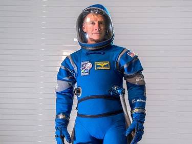 NASA's New Starliner Spacesuits Look Retro and Awesome AF