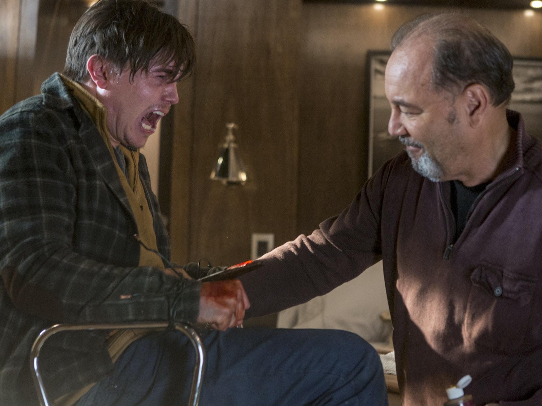 Zombie Jesse McCartney Bites a Dude in 'Fear the Walking Dead'