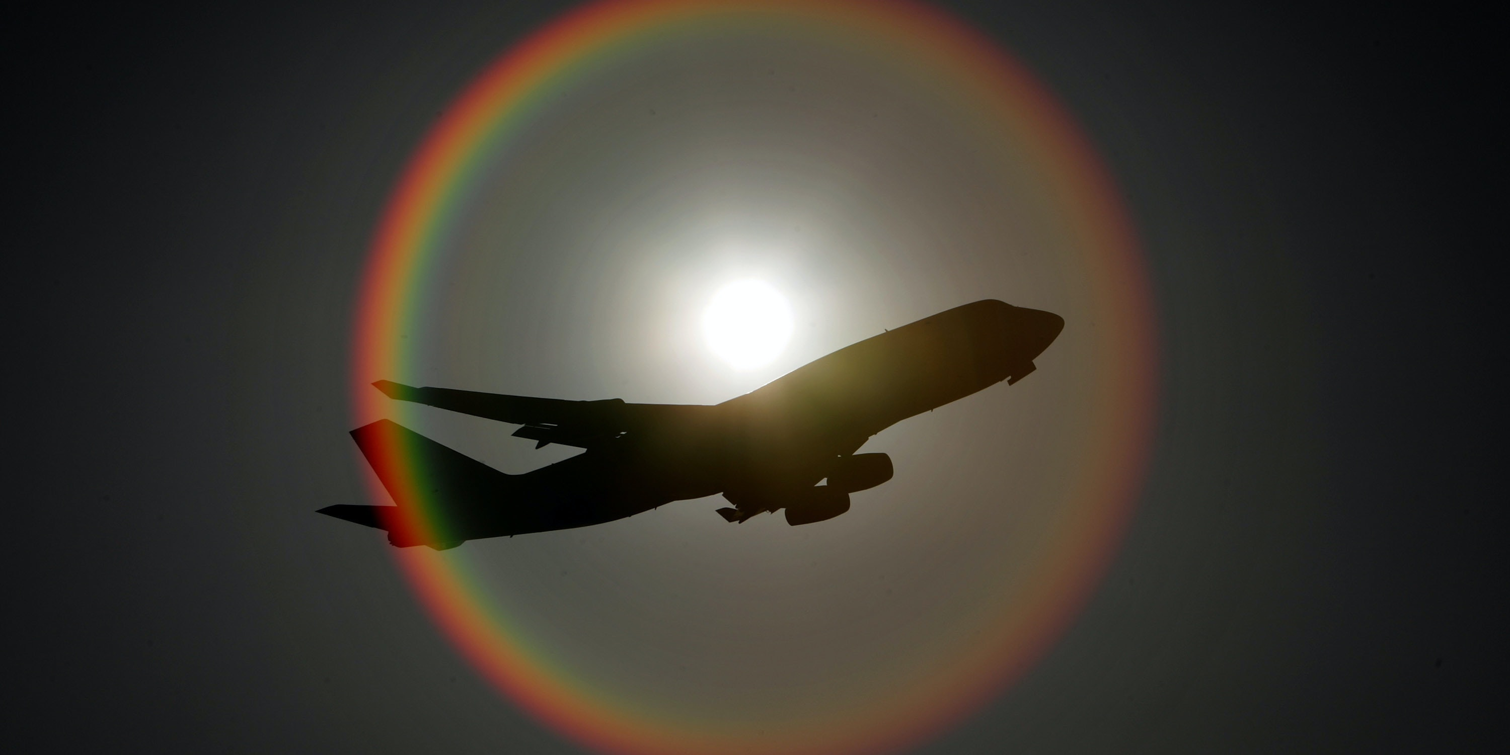 LONDON, ENGLAND - JANUARY 17:  An aeroplane flies in front of the sun as it departs Heathrow airport on January 17, 2009 in London, England. Secretary of State for Transport, Geoff Hoon, announced the decision to go ahead with a third runway at Heathrow on Thursday amid opposition from the Liberal Democrats, Conservatives, environmental groups and local residents.  (Photo by Oli Scarff/Getty Images)