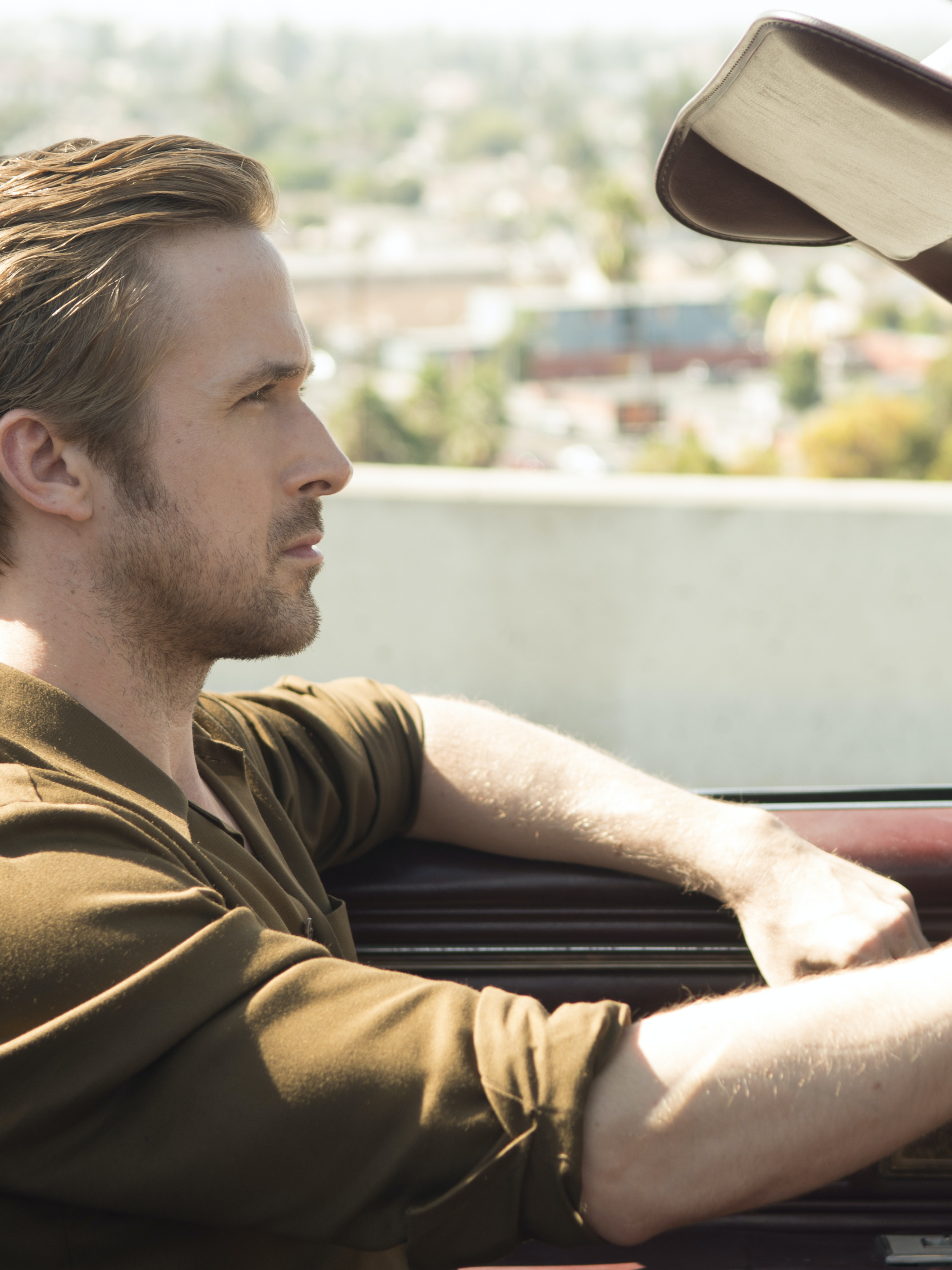 Ryan Gosling's Character drives a Buick Riviera 1982 that has terrible safety ratings and an absolutely atrocious engine because he's a pretentious ass.