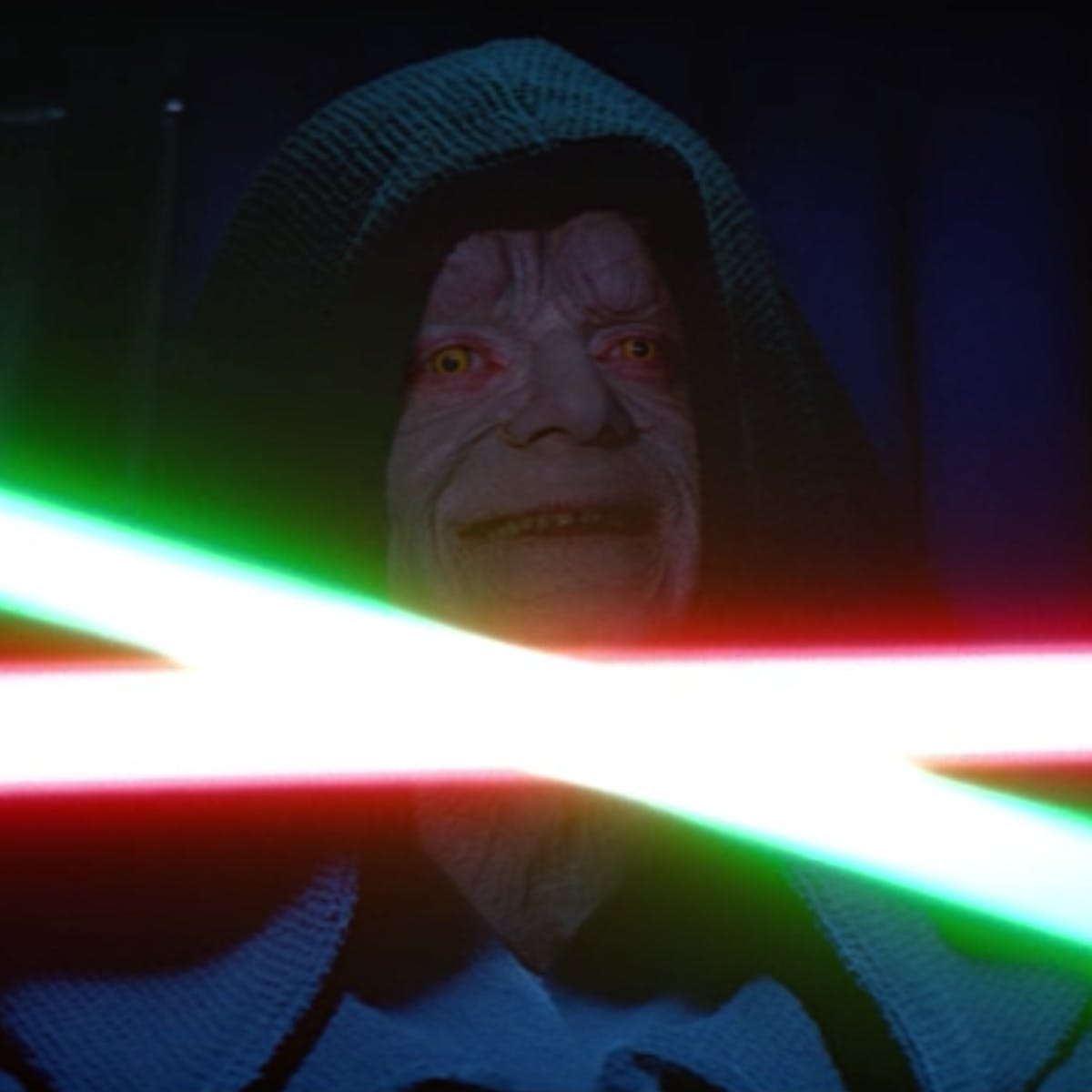'Star Wars 9' Theory: Snoke Comic Reveals How Palpatine May Have Survived