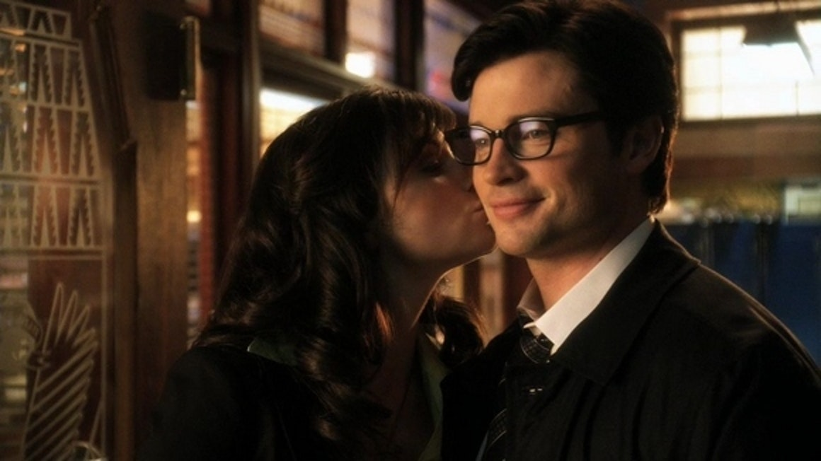 Erica Durance as Lois with Tom Welling as Clark