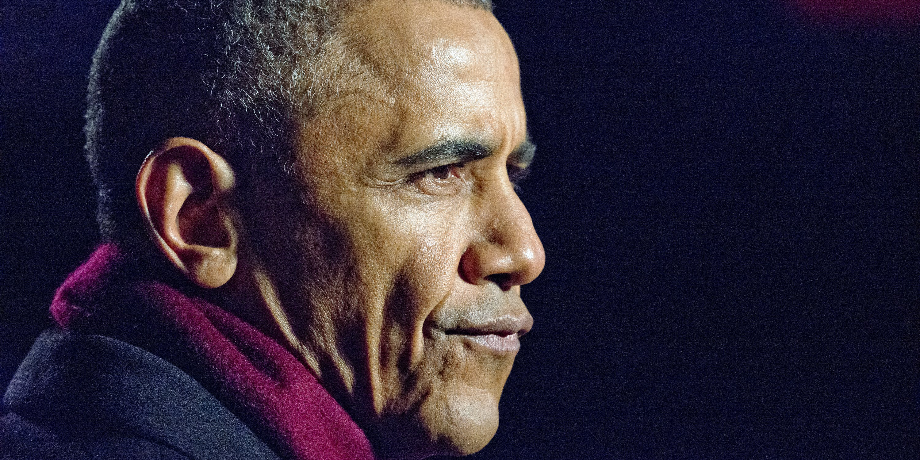 U.S. President Barack Obama grimaces during one of the many production delays as he and the first family attend the National Christmas Tree Lighting on the Ellipse December 1, 2016 in Washington, DC. This year is the 94th annual National Christmas Tree Lighting Ceremony.