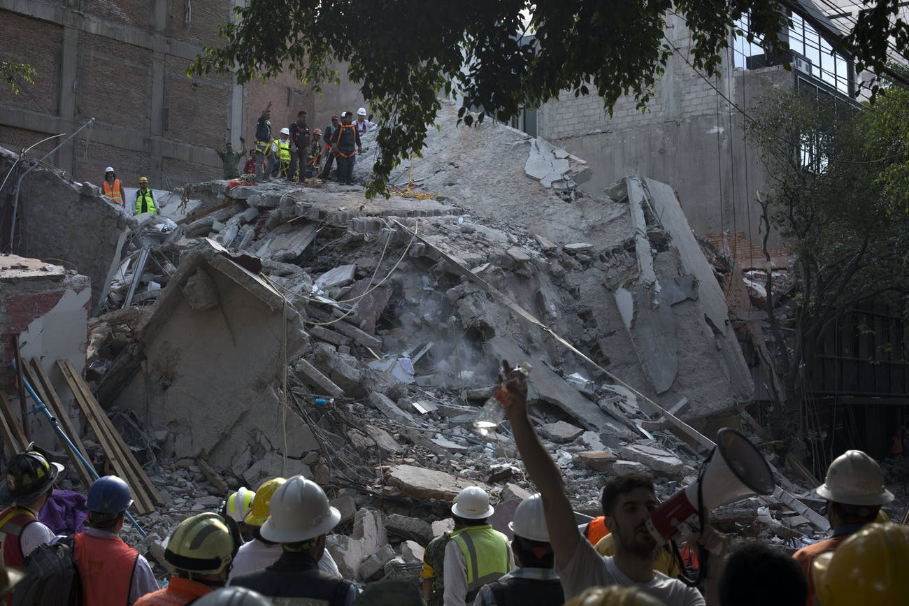 MEXICO CITY, MEXICO - SEPTEMBER 19: Rescuers work in the rubble after a magnitude 7.1 earthquake struck on September 19, 2017 in Mexico City, Mexico. The earthquake caused multiple fatalities, destroyed buildings and knocked out power throughout the capital. (Photo by Rafael S. Fabres/Getty Images)