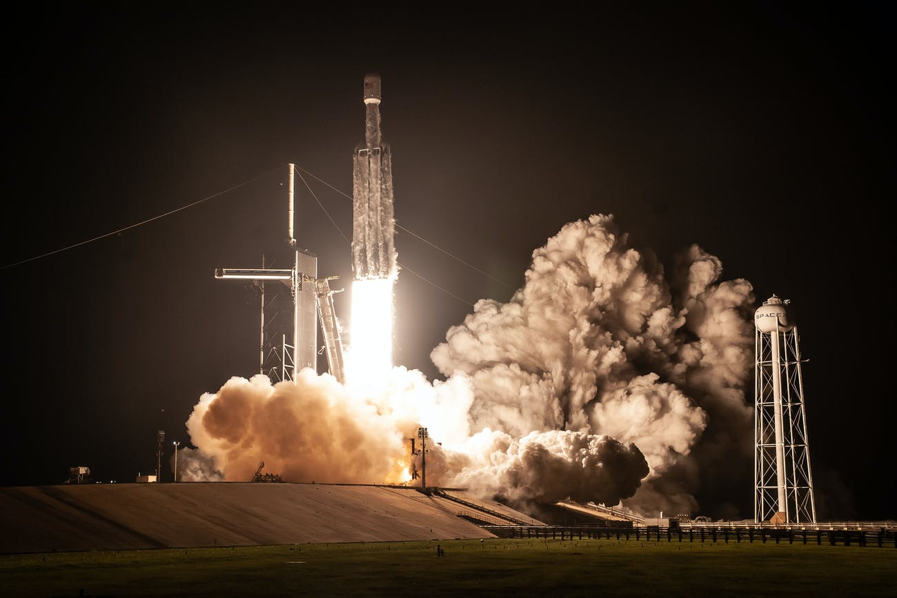 Falcon Heavy at night.