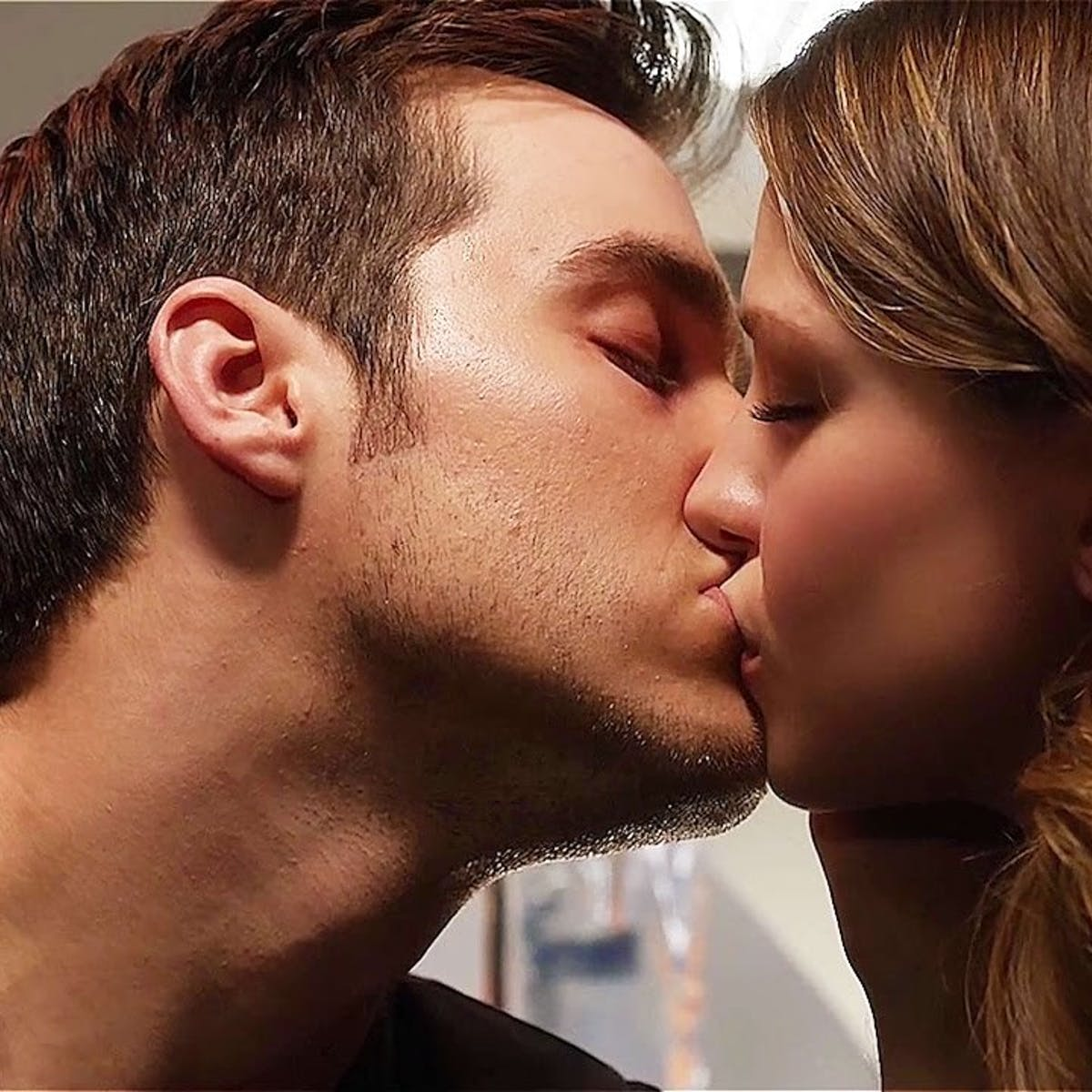 Kara Danvers and Mon-El Are Not Canon in 'Supergirl,' DC