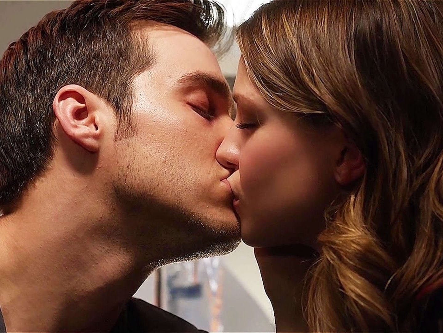 Sorry, Kara and Mon-El Are Not Canon for 'Supergirl'