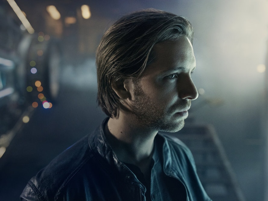 Why Aaron Stanford Studied Combat Vets for his Role on '12 Monkeys'