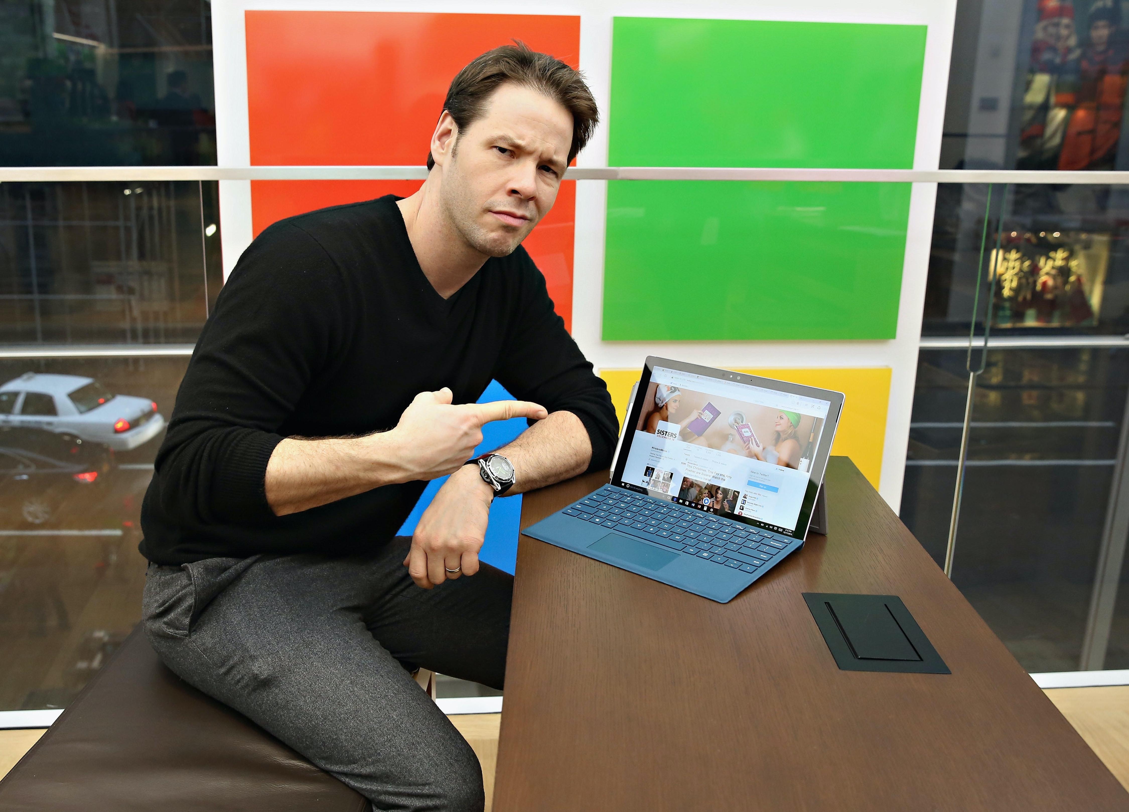 Comedian Ike Barinholtz uses Windows 10.
