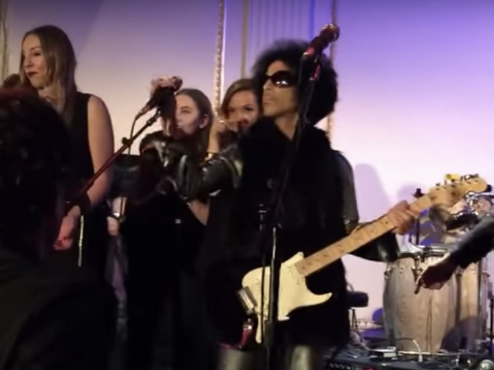 Prince performs at 'SNL' 40 Anniversary afterparty.