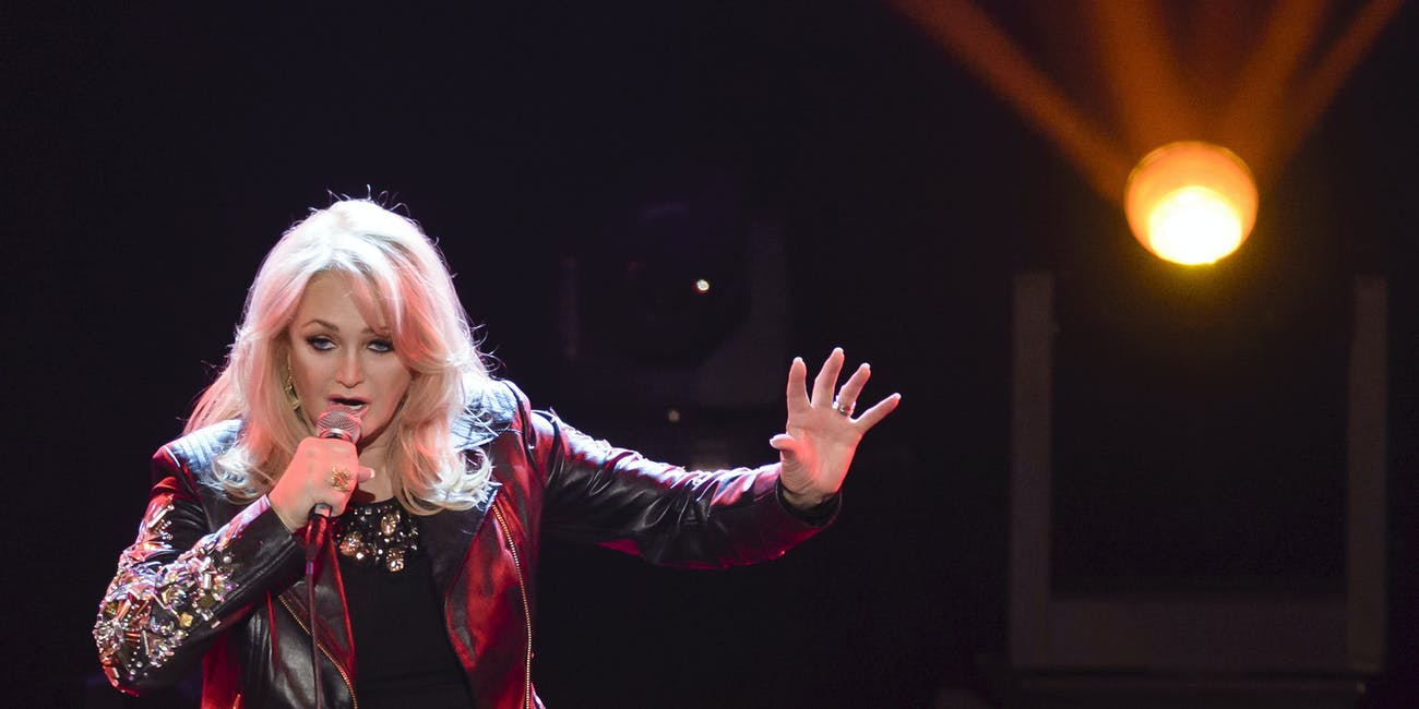BERLIN, GERMANY - JANUARY 24: Bonnie Tyler performs at the taping of 'Back To School - Gottschalks grosses Klassentreffen' Show on January 24, 2014 in Berlin, Germany. (Photo by Clemens Bilan/Getty Images)