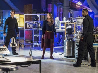 Supergirl Probably Wishes Her Arrowverse Friends Could Help Out