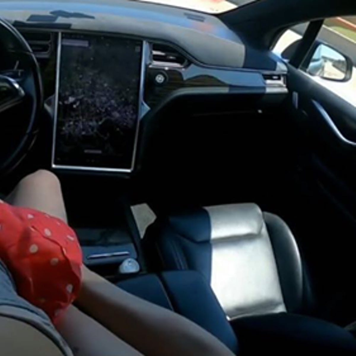 Here's What It's Like to Have Sex in a Tesla Being Driven by Autopilot