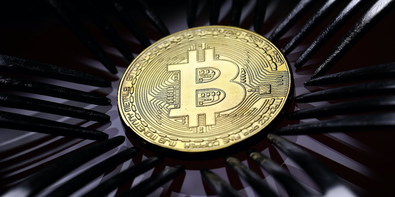 What do experts say about cryptocurrency