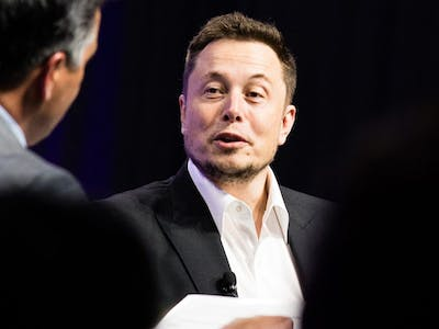 Elon Musk at the 2017 National Governors' Association meeting, speaking with Nevada Governor Brian Sandoval