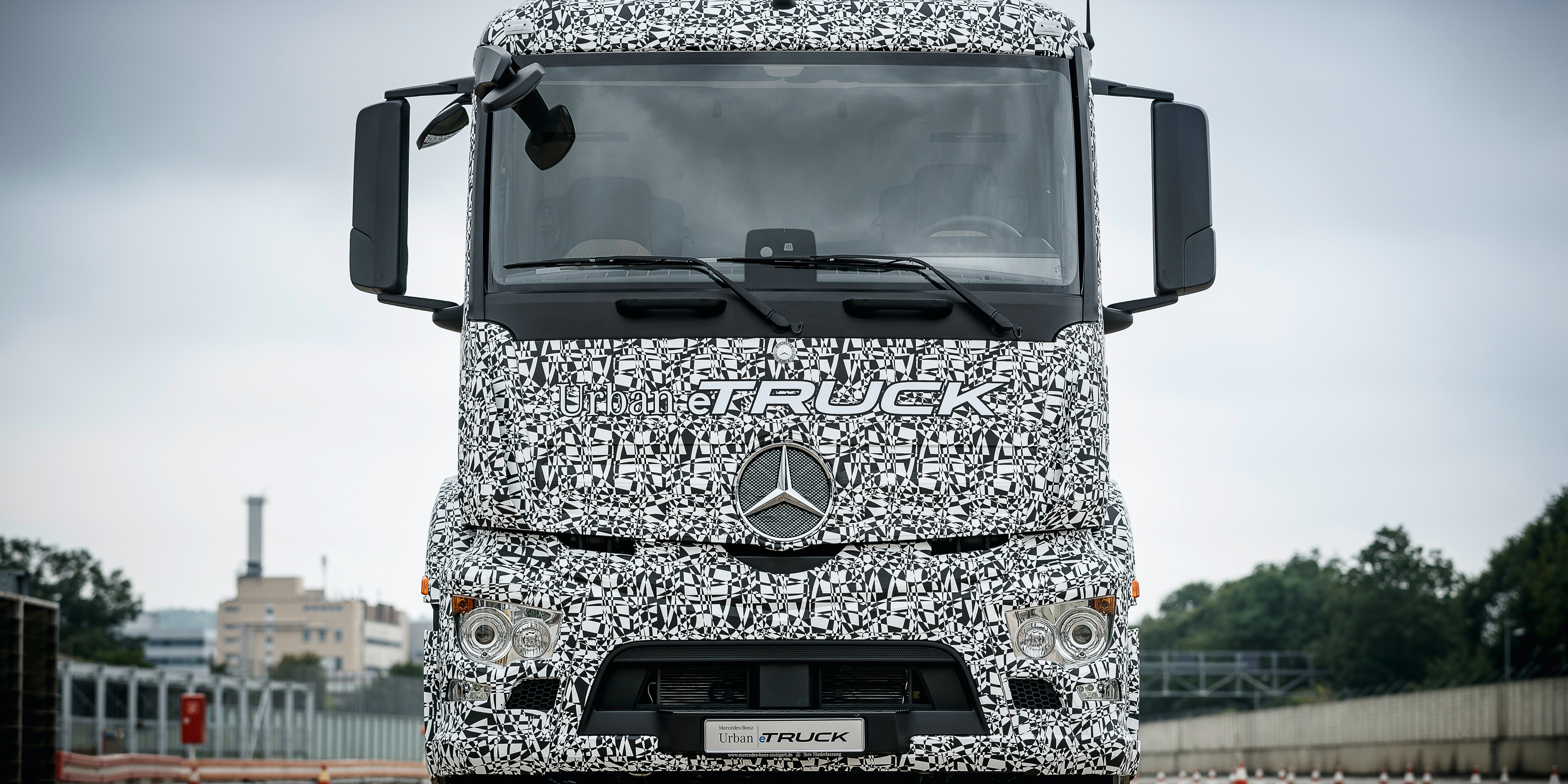 Mercedes-Benz will have electric semi truck by 2020.