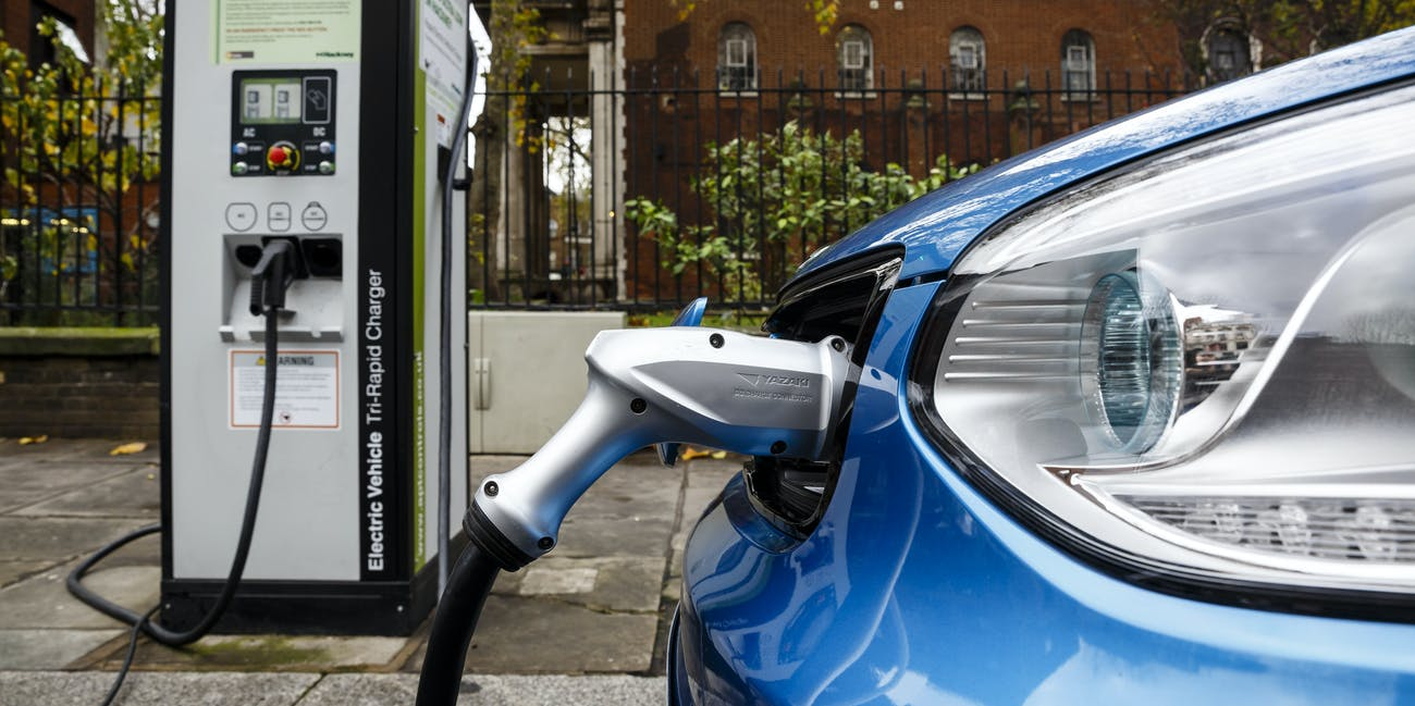Go Ultra Low Kia Soul Ev On Charge A London Street