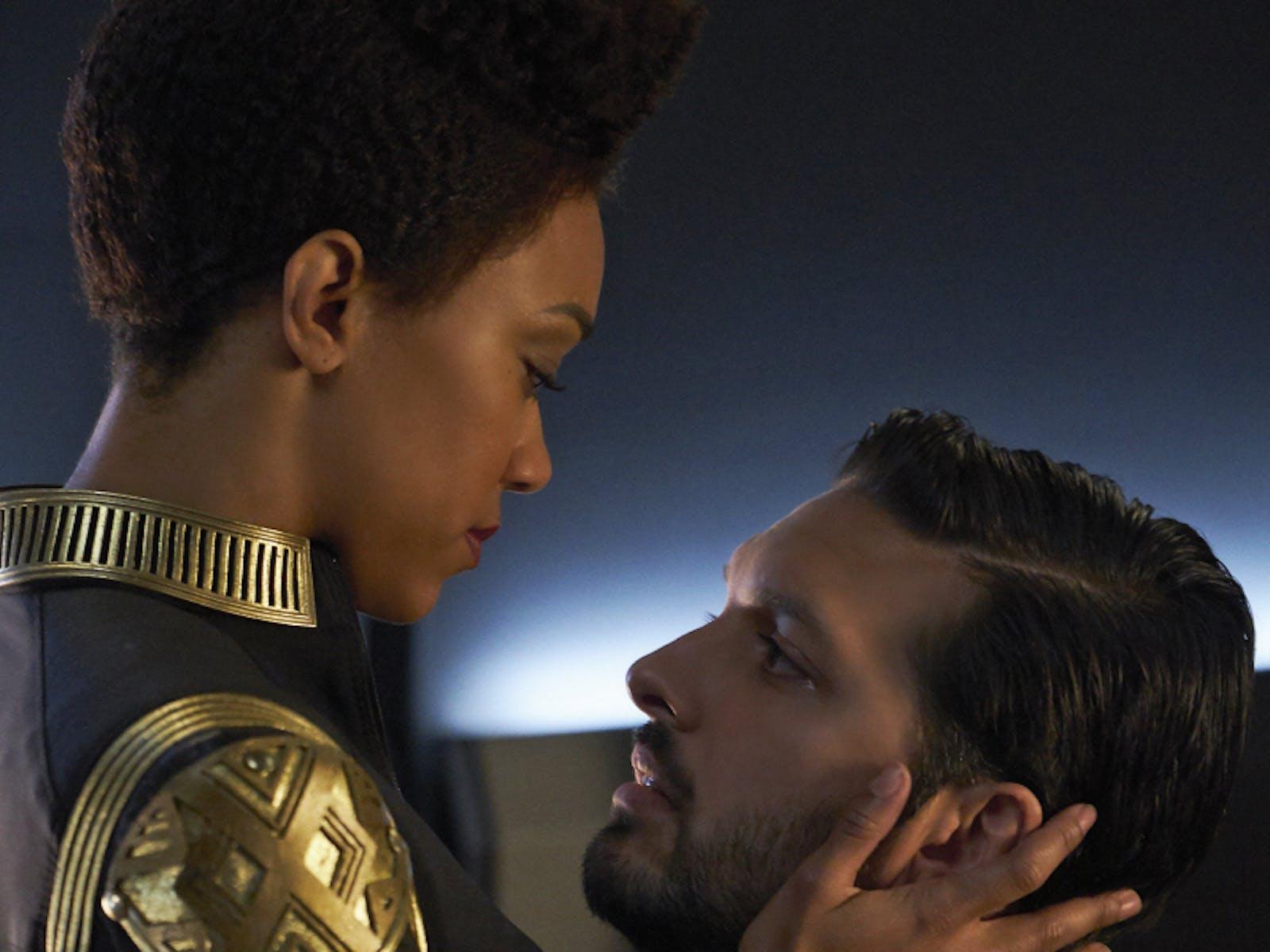 Michael Burnham (Sonequa Martin-Green) and Ash Tyler (Shazad Latif)