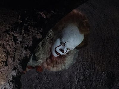 "Here's Why ""It"" Chose the Pennywise Mask to Kill Children"