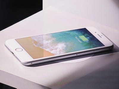 wireless car charging iphone apple