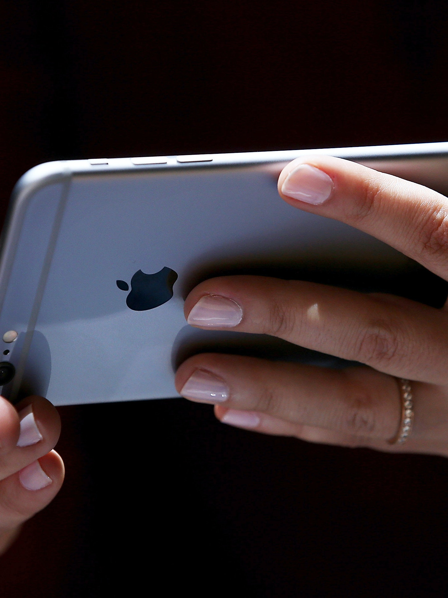 CUPERTINO, CA - SEPTEMBER 09:  A member of the media inspects the new iPhone 6 during an Apple special event at the Flint Center for the Performing Arts on September 9, 2014 in Cupertino, California. Apple unveiled the Apple Watch wearable tech and two new iPhones, the iPhone 6 and iPhone 6 Plus.  (Photo by Justin Sullivan/Getty Images)