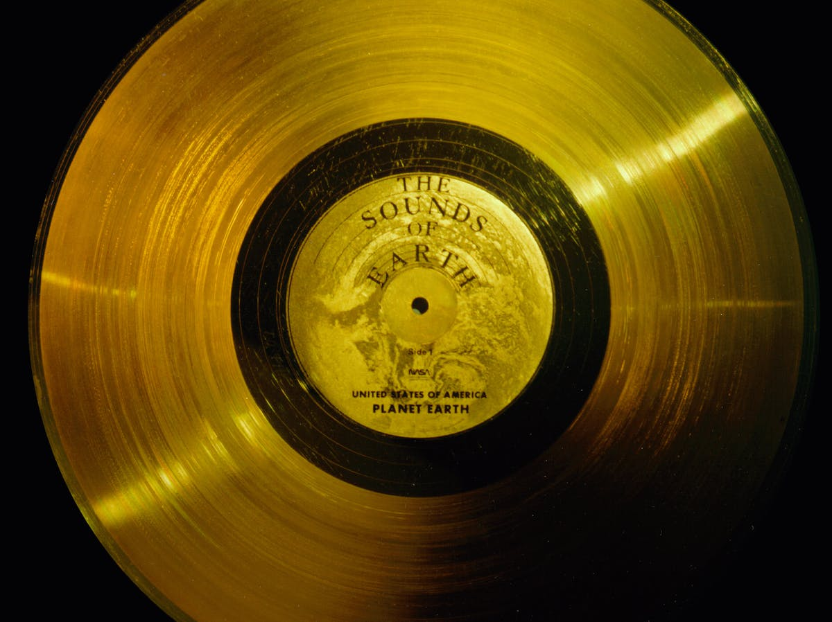 """""""The Sounds of Earth"""": The Voyager Golden Record"""