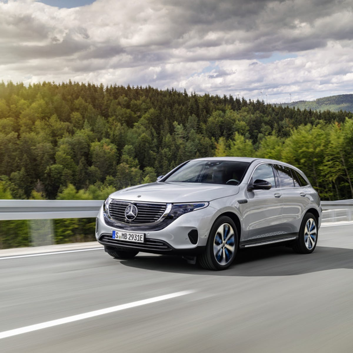 Mercedes Benz Launches The Eqc A Fully Electric Suv To Compete With Tesla