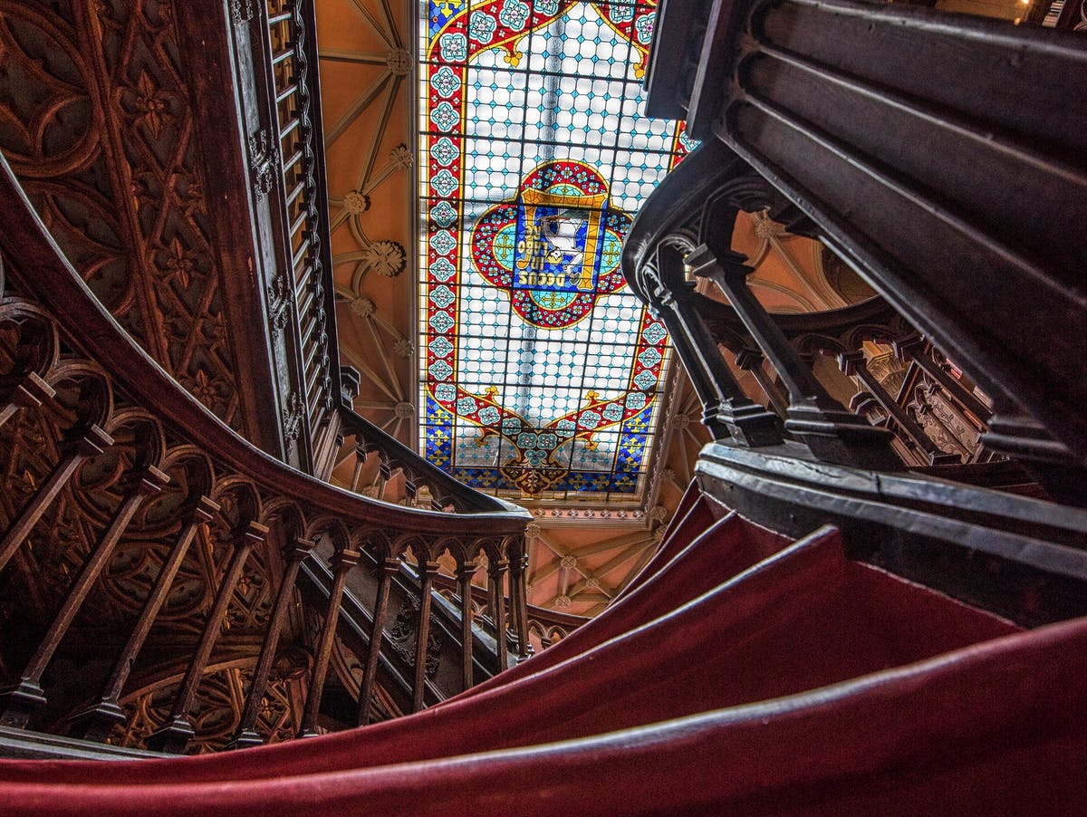 Lello's curving staircase.