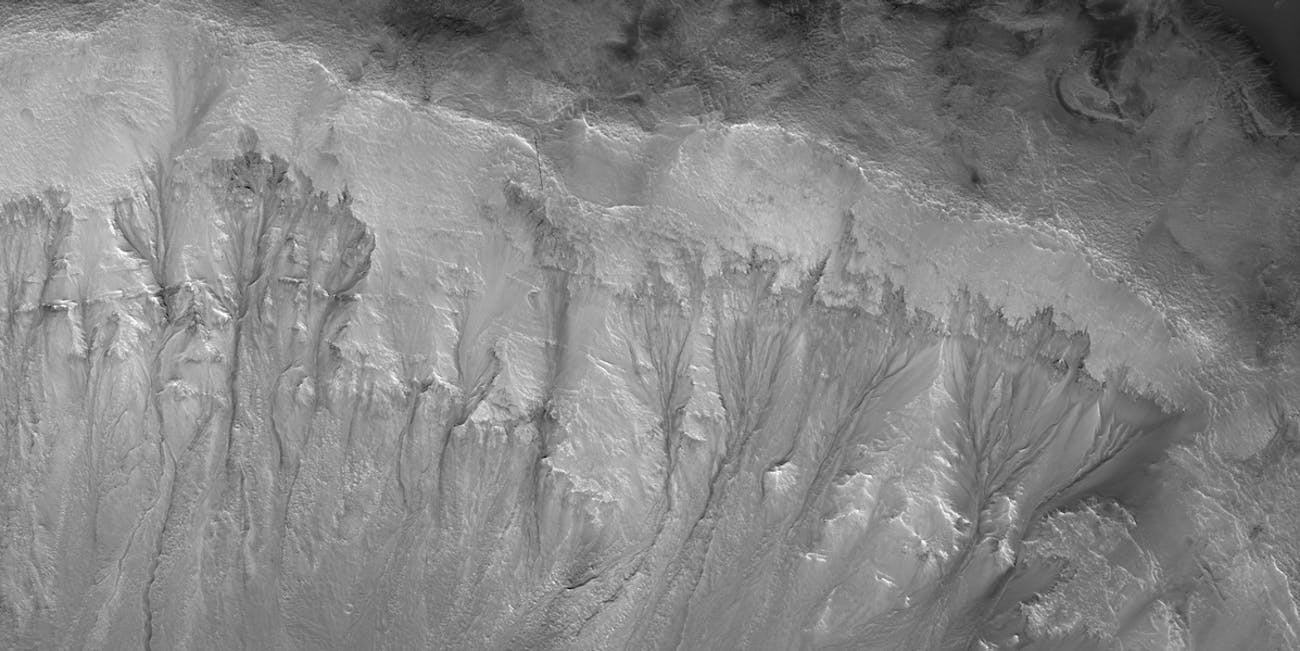 slope lineae, Mars crater