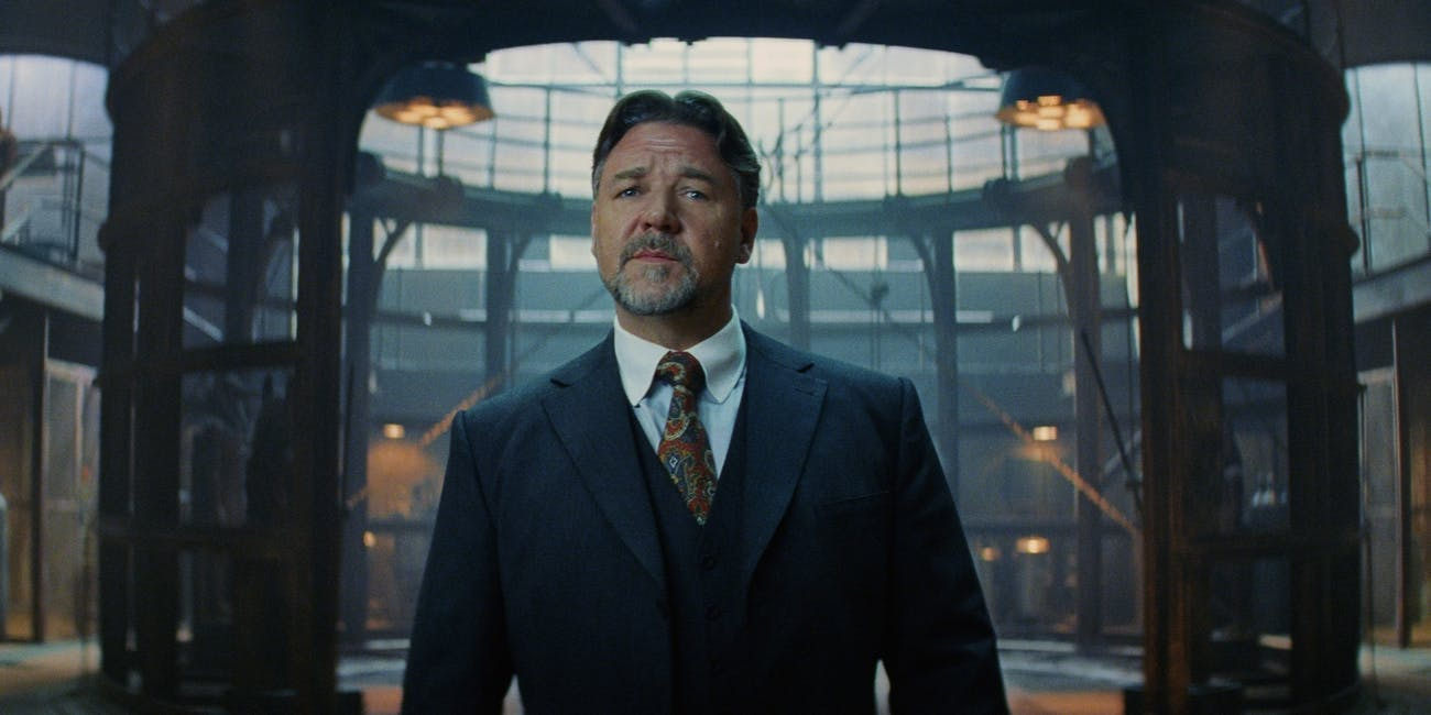 Russell Crowe plays both Dr. Jekyll and his not-so-nice alter-ego.