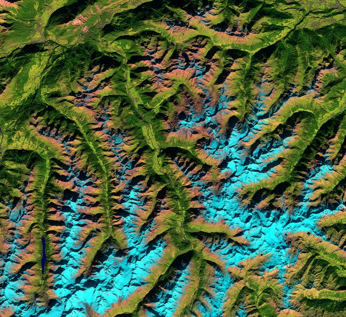 This image of the Ötztal Alps shows snow-capped mountains in blue, and valley bottoms in green.