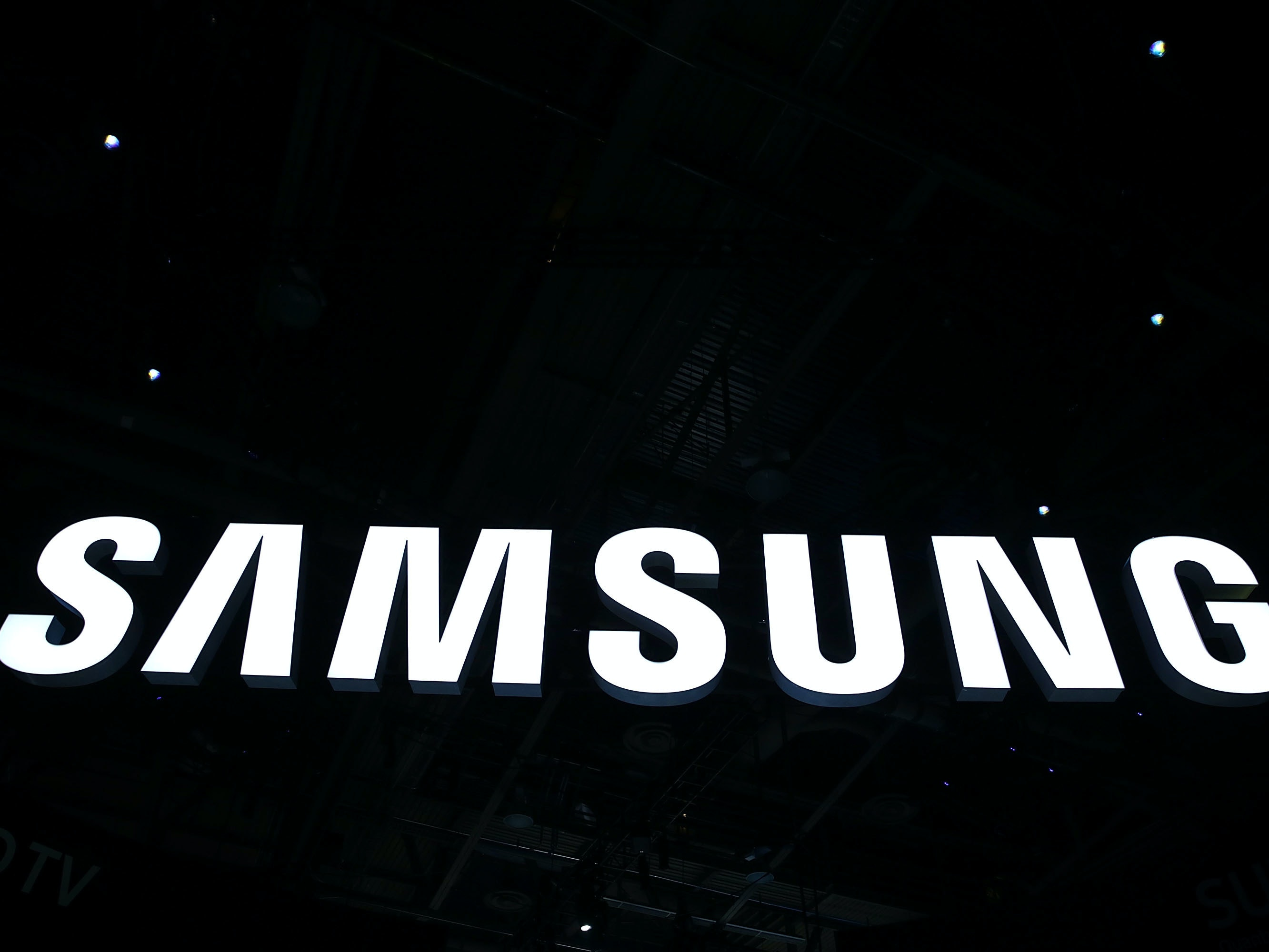 LAS VEGAS, NV - JANUARY 06:  The Samsung logo is seen at CES 2016 at the Las Vegas Convention Center on January 6, 2016 in Las Vegas, Nevada. CES, the world's largest annual consumer technology trade show, runs through January 9 and is expected to feature 3,600 exhibitors showing off their latest products and services to more than 150,000 attendees.  (Photo by Alex Wong/Getty Images)