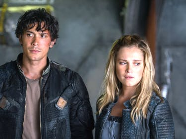 Bob Morley as Bellamy and Eliza Taylor as Clarke in 'The 100' 'The Four Horsemen""