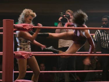 drop kick GLOW women's wrestling netflix Betty Gilpin Alison Brie