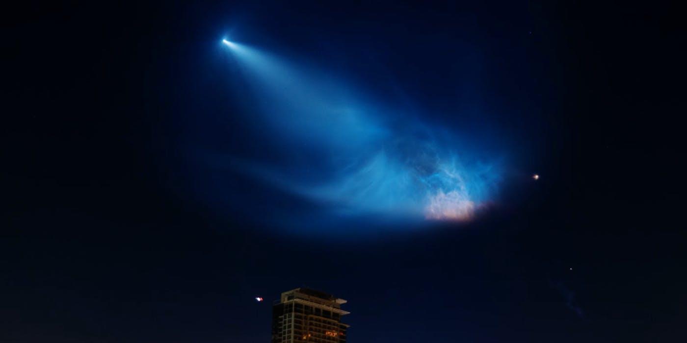 Falcon 9 flies over LA