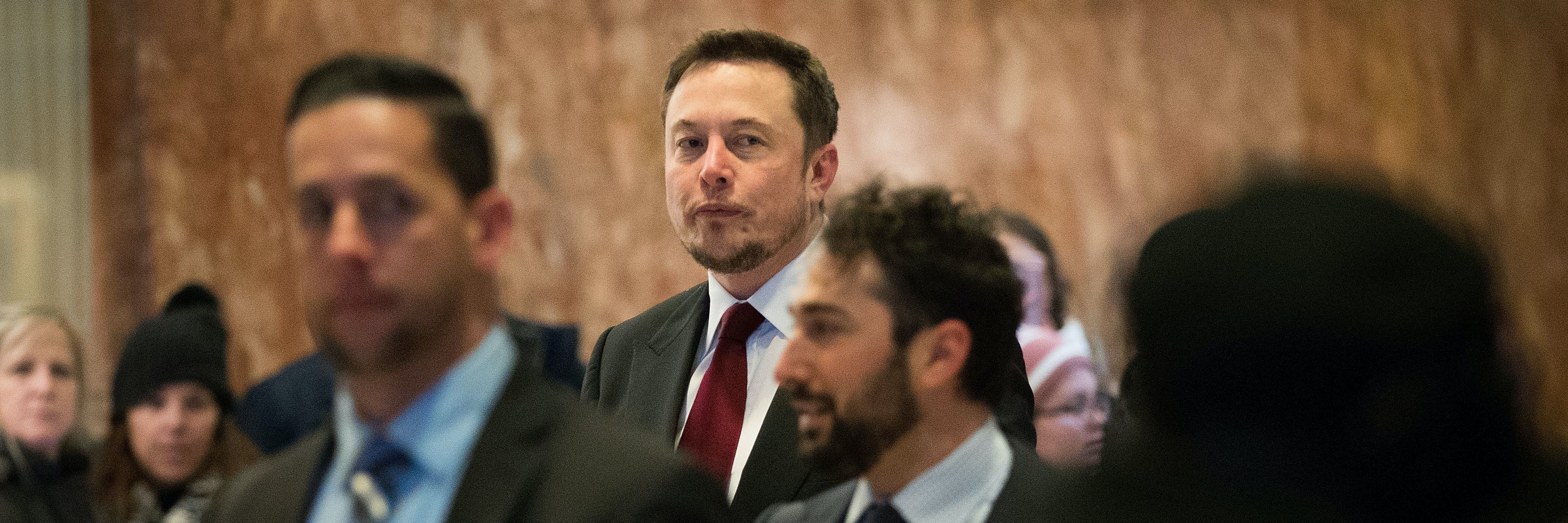 NEW YORK, NY - JANUARY 6: Entrepreneur Elon Musk arrives at Trump Tower, January 6, 2017 in New York City. President-elect Donald Trump and his transition team are in the process of filling cabinet and other high level positions for the new administration. (Photo by Drew Angerer/Getty Images)