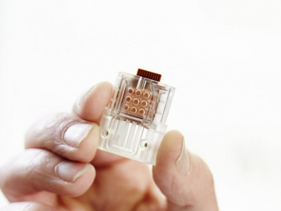 This USB drive can test for HIV/AIDS in under 30 minutes