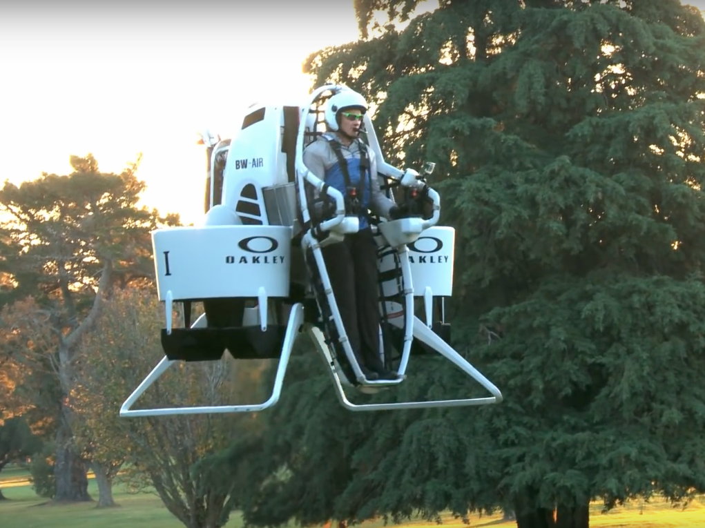 Bubba Watson's Golf Cart Jetpack Is Sweet, but Flying It Won't Be Easy