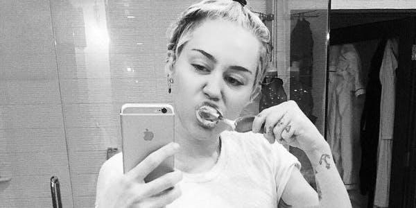 miley cyrus bathroom selfie toothbrush teeth left hand lefty