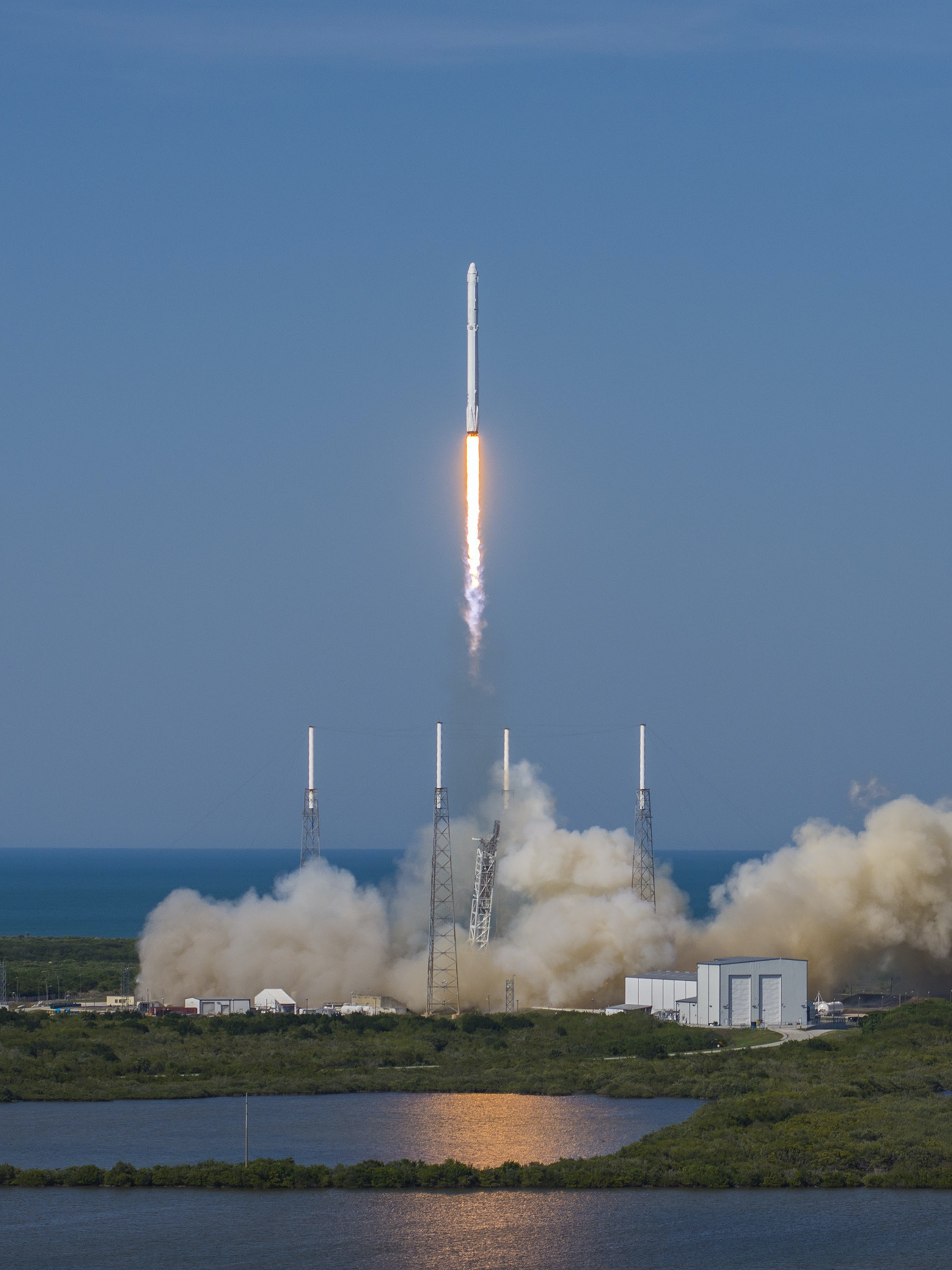CAPE CANAVERAL, FL - APRIL 8: In this handout provided by the National Aeronautics and Space Administration (NASA), SpaceXs Falcon 9 rocket and Dragon spacecraft lift off from Launch Complex 40 at the Cape Canaveral Air Force Station for their eighth official Commercial Resupply (CRS) mission on April 8, 2016 in Cape Canaveral, Florida. (Photo by NASA via Getty Images)