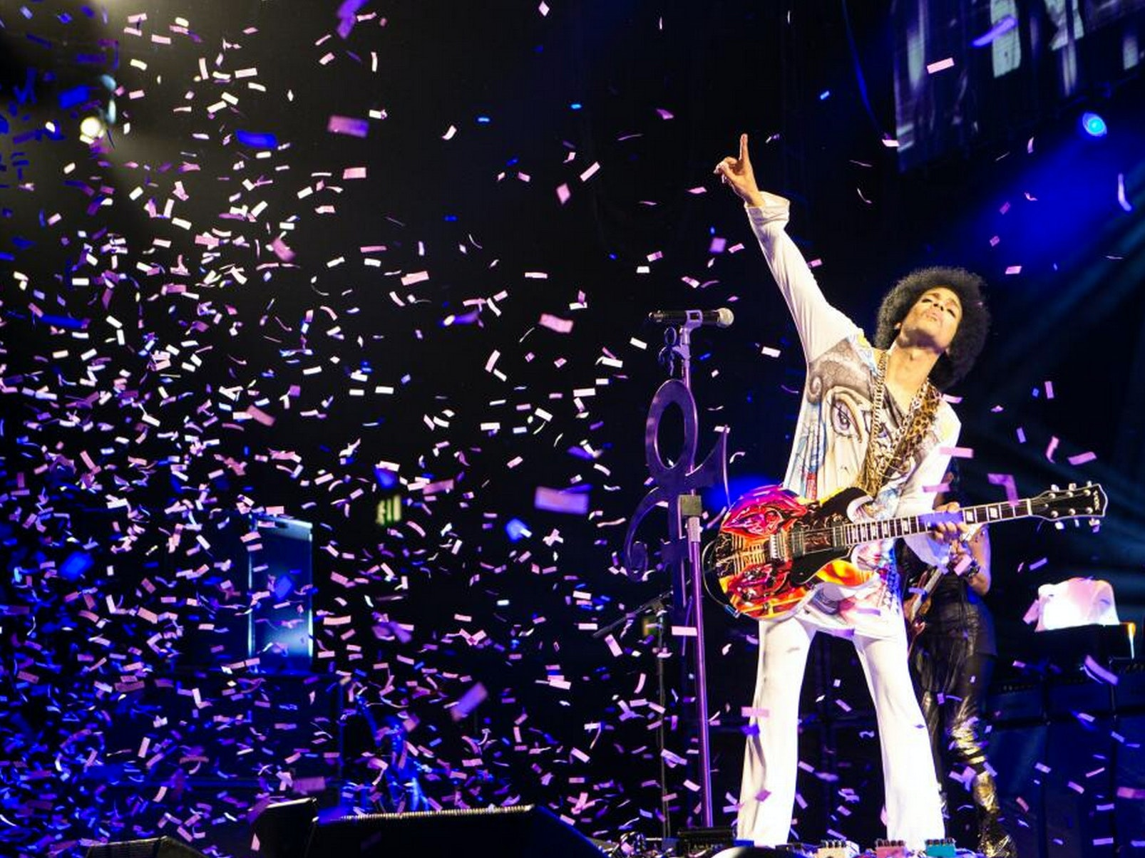 """Watch Prince Cover David Bowie's """"Heroes"""""""