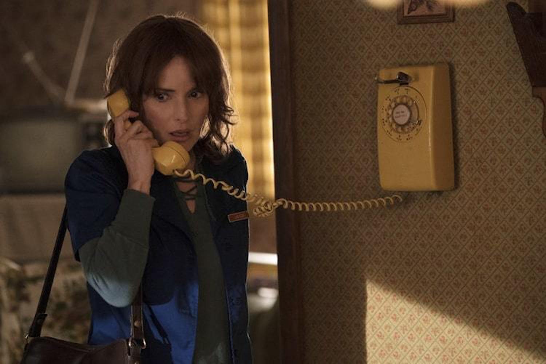 Don't pick up that phone, Joyce!