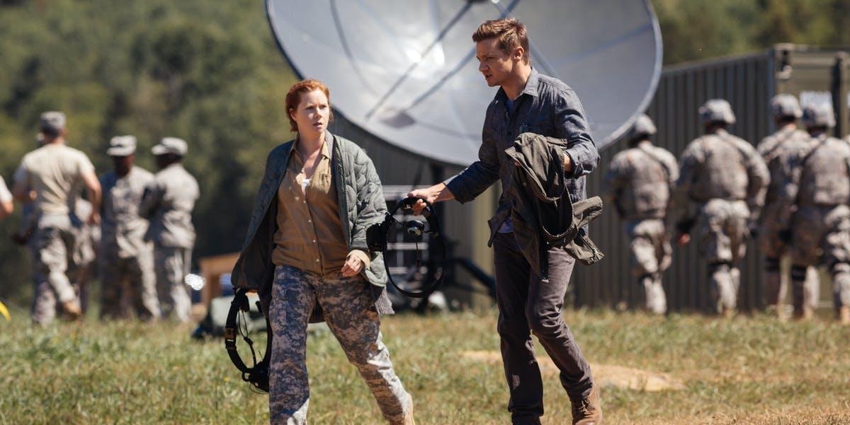 Amy Adams and Jeremy Renner in 'Arrival'