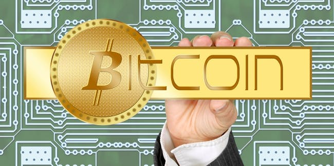 bitcoin_crypto_currency_currency_money_hand_keep_business_card_board - Must Link to https://casinolobby.dk