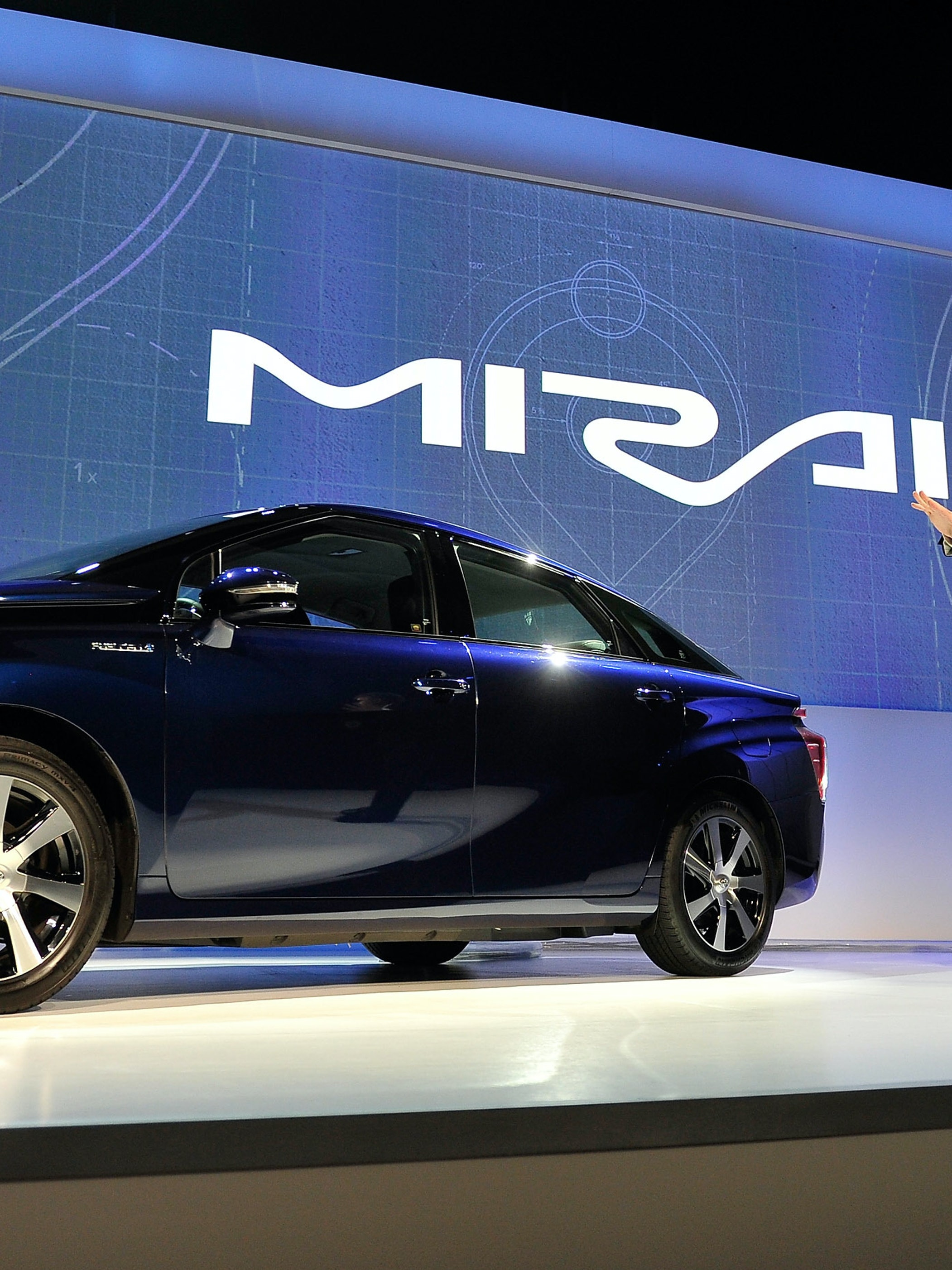 Toyota Wants Only Electric Cars On The Roads By 2050 Inverse
