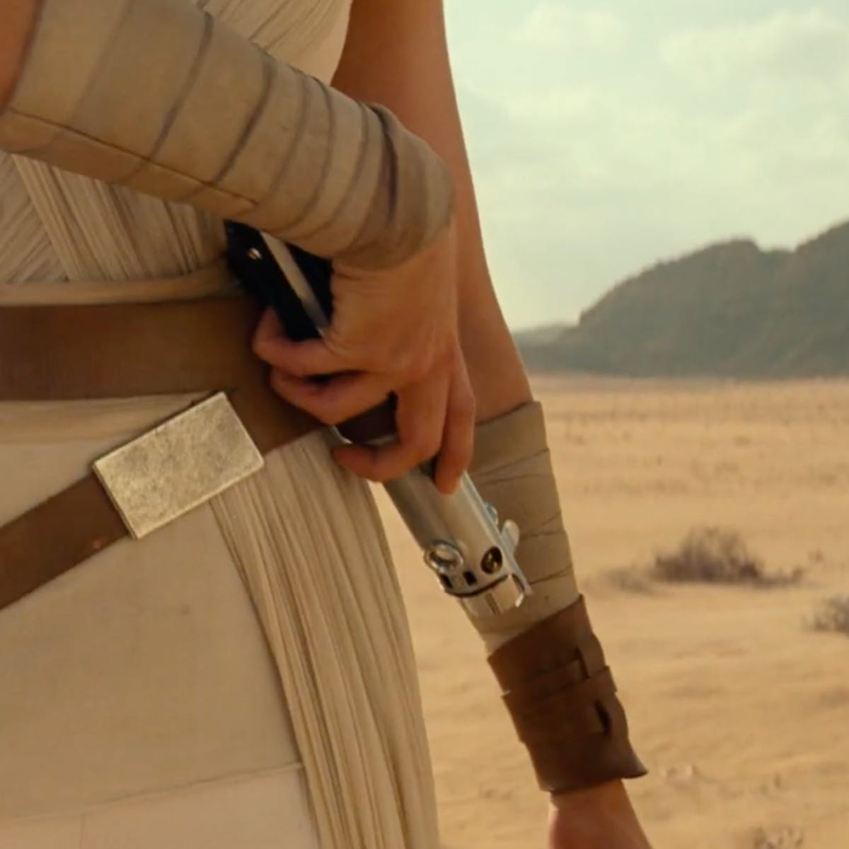 'Star Wars 9' leaked image could be lying to us about a lightsaber mystery