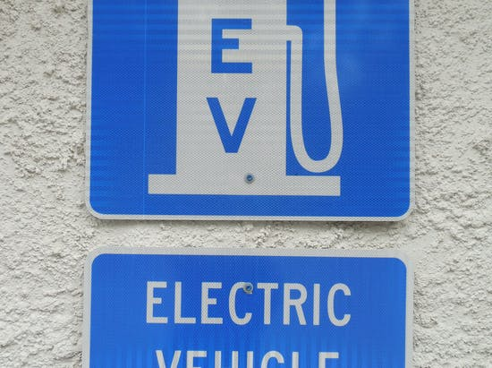 How the Feds Will Make Charging Your Electric Car Easier