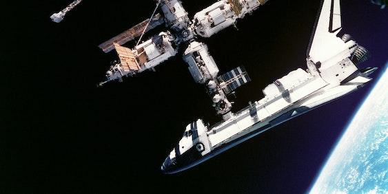 space shuttle atlantis mir space station