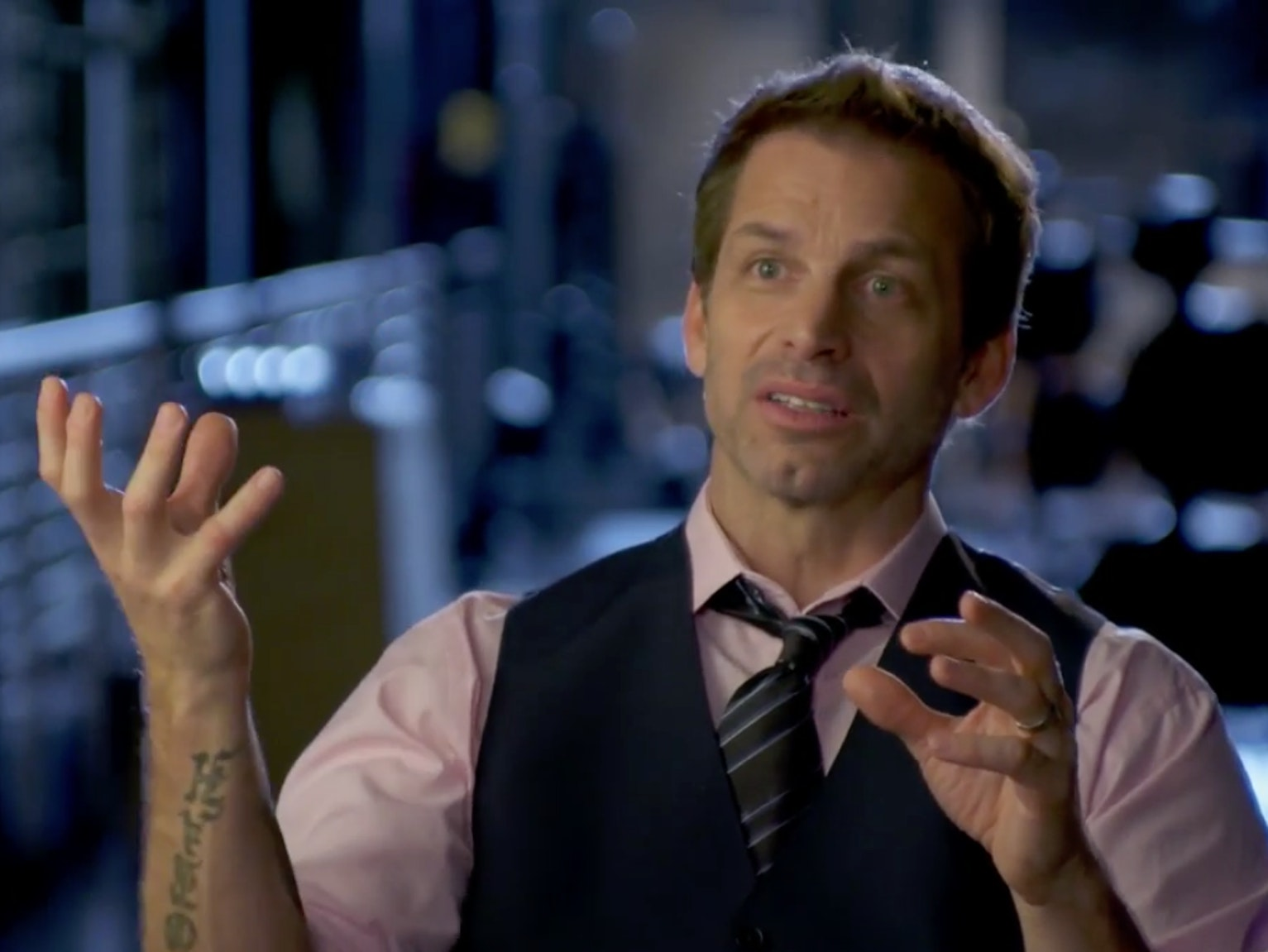 Zack Snyder Explains New 'Batman v Superman' Trailer in Bizarre Turkish Airlines Video